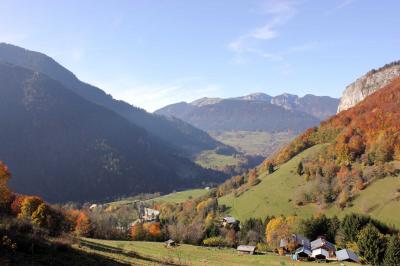 En bas de la vallée: Vue sur la vallée vers l'Abbaye, A 10 minutes à pied de l'Ecuela