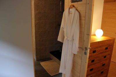 Bedroom: Bedroom to ensuite bathroom