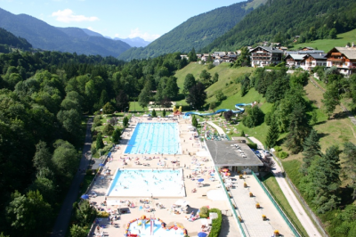 Morzine Swimming Pool: Swimming Pool in Morzine in Summer, 10 minutes drive from l'Ecuela
